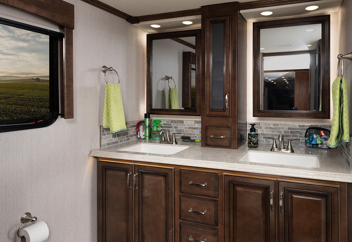 Endeavor 38W - Tuscan Décor with Amber Cabinetry