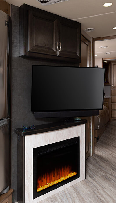 Vacationer 35K - Eclipse Décor with Nutmeg Cabinetry