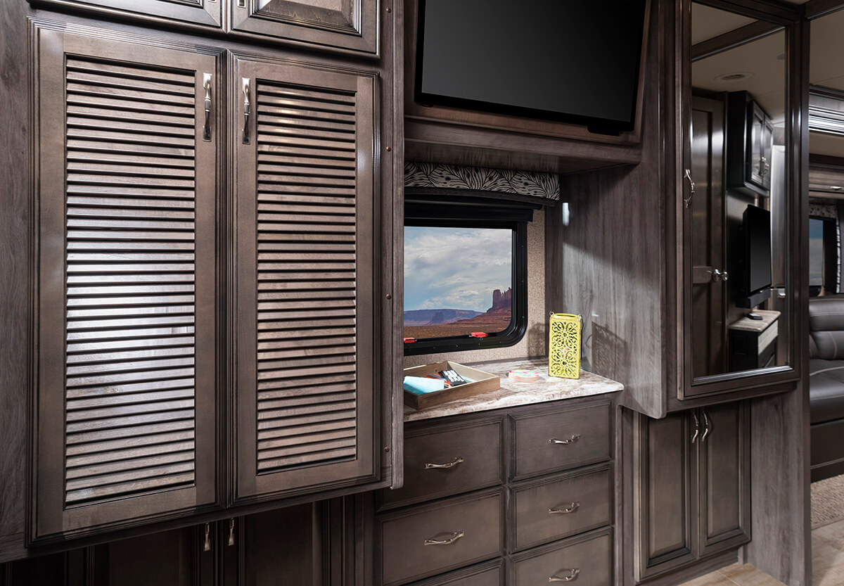 Vacationer 35K - Bittersweet Décor with Whispering Wind Cabinetry